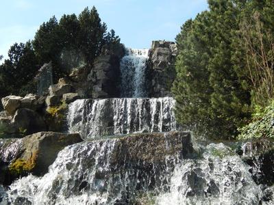 Künstlicher Wasserfall im Grugapark